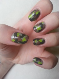 army-camoflage-green-brown-manicure-print-nail-art-1