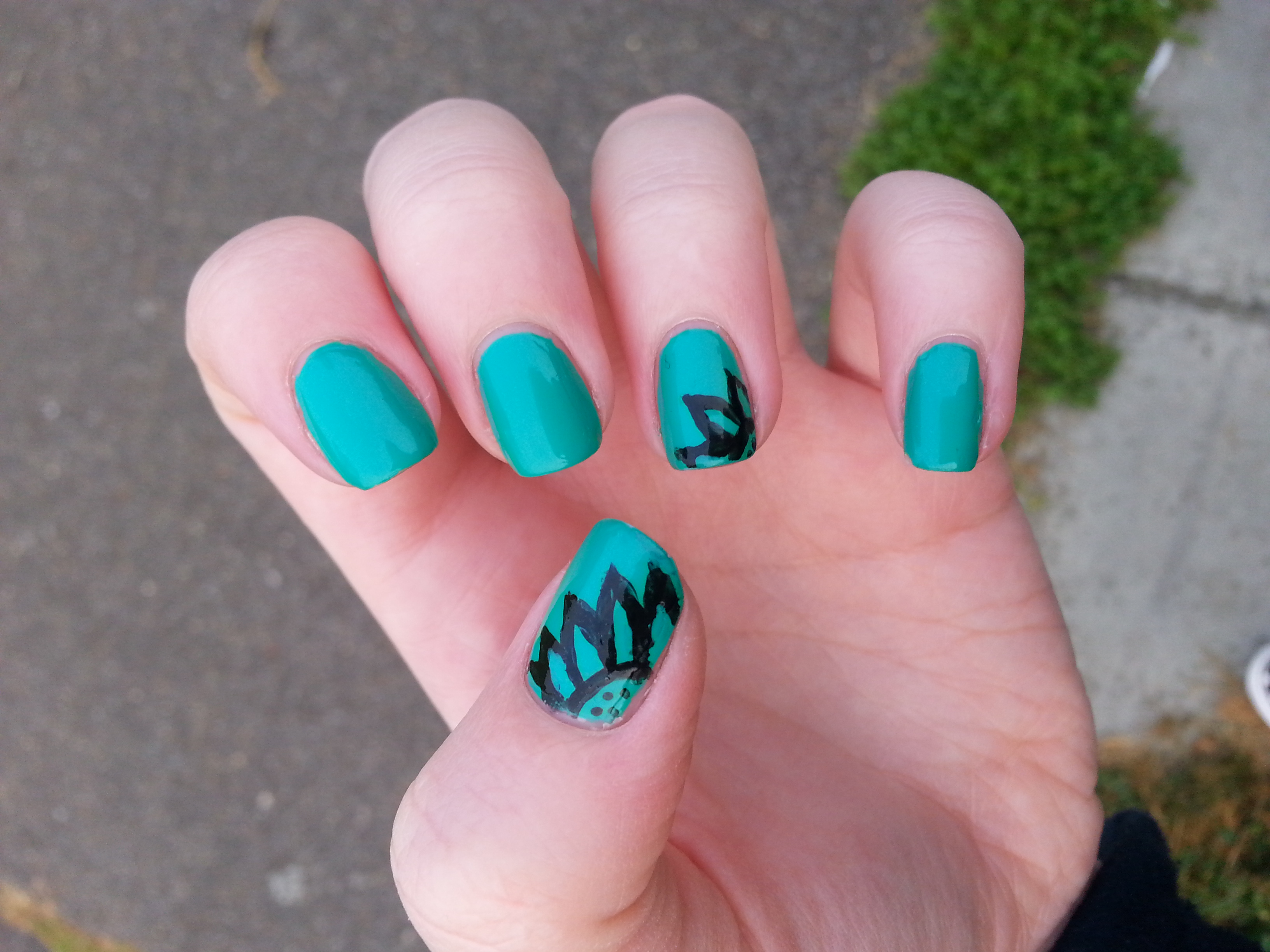 Nail art brush experimentation purely polished black sunflower on green manicure nail art 2 prinsesfo Gallery