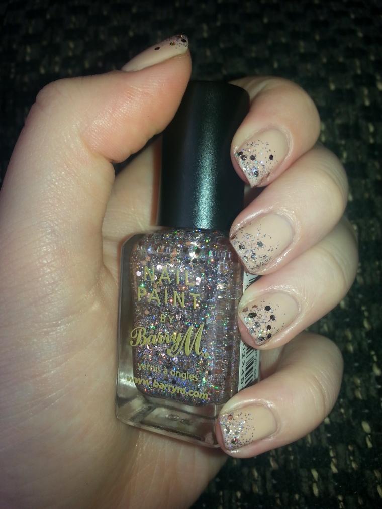 nude-samoan-sands-glitter-gradient-nail-art-manicure-1